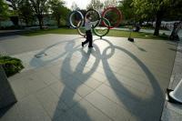 코로나19 비상사태 속 '폭탄 돌리기 게임' 된 도쿄올림픽